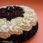 simonacallas: chocolate cake with white and black / Black & White Chocolate Cake White Chocolate Cake, Something Sweet, Homemade Cakes, Nutella, Diet Recipes, Tea Pots, Healthy, Desserts, Food