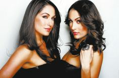 The Bella Twins: Brie Bella & Nikki Bella The Bella Twins, Nikki And Brie Bella, Wwe Total Divas, Wwe Divas, Famous Twins, Wrestling Divas, Nikko, Slim, Hot Yoga