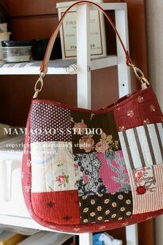 퀼트 / 퀼트 패키지/ 퀼트 가방 /손바느질/ mamaoao ] #051 Red Velvet : 네이버 블로그 Patchwork Bags, Quilted Bag, Japanese Bag, Sewing Rooms, Fabric Bags, Girls Bags, Cute Bags, Handmade Bags, Beautiful Bags