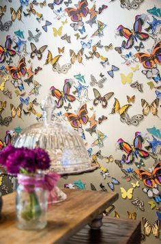 Thank you #CasaVogue for this great editorial shot of our #ButterflyParade #wallpaper! W/ Designers Guild - http://glo.bo/1AVl38B Juliana Pereira criou o look da cerimônia de posse da presidente