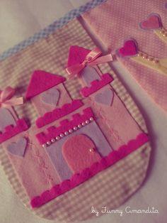 """Novos modelos das bandeirolas Funny Amandita: arredondadas. Tema: """"Toda menina é uma princesa"""""""