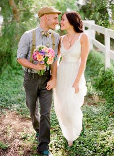 love the casual look for this outdoor wedding