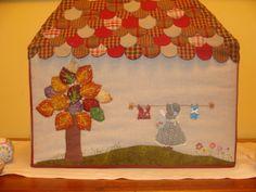 """Cuando inicié mis labores en el patchwork y comencé a mirar blogs, me llamó la atención el de """"mi sala de costura"""", de MANOLI, que lo consideré muy bonito y concretamente me quedé impresionada por la funda de la máquina de coser, que me motivó para iniciarme en este trabajo, por tanto, os recomiend"""