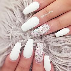 I want to do white nails with an accent nail !!!