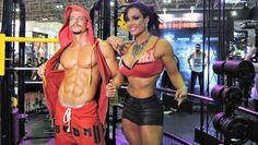 Sue Lasmar exibe corpo sarado e vira atração para os fãs em feira de fitness
