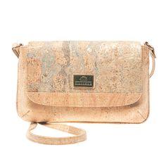 Korktasche «Mapa» von Montado – Nachhaltige Taschen in der Schweiz Saddle Bags, Fashion, Sustainable Fashion, Sustainability, Vegan Handbags, Notebook Bag, Pocket Wallet, Switzerland, Moda