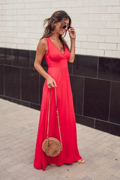 Jessi of The Darling Detail Fashion Blog is featuring a Loveappella V-Neck Jersey Maxi Dress, that is perfect for summer day, a guest-of-wedding affair, a night on the town, or even just lounging around.
