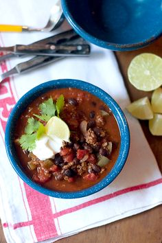 Black Bean Chili from @NevrEnoughThyme http://www.lanascooking.com/2011/09/30/black-bean-chili/ #chili #blackbeans