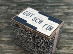 """Sale-A-bration mal zwei  Wer wie ich gerne Karten verschenkt oder als """"Kartennotbox"""" im Büro hat die wird es freuen zu sehen dass es in der neuen Sale-A-Bration für eine Bestellung a 60 EUR eine gotdene Box gibt sogar mit Karteikarten! Und wer wie ich gerne Verpackungen verwandelt kann dann sogar aus der Pappbox in der die Metallbox verschicktwird eine zweite Box basteln. Ich habe die Verpackung einfach mit DSP beklebt. Da es nicht ganz um die Box passt habe ich die offene Stelle mit breiten…"""