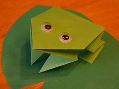 This is a cute origami frog you can make with your kids. You can add some moving eyes, and kids will have fun making this cute frog jump. Origami Yoda, Origami Mouse, Origami Star Box, Origami Dragon, Origami Bird, Origami Heart, Origami Owl Jewelry, Origami Paper, Diy Paper