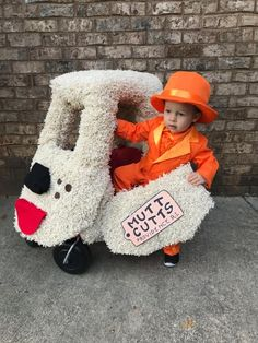 20 Clever Toddler Costumes Youll Want to Copy 20 Clever Toddler Costumes Youll Want to Copy The post 20 Clever Toddler Costumes Youll Want to Copy appeared first on Halloween Costumes. Halloween Costume 1 Year Old, Toddler Boy Halloween Costumes, Diy Halloween Costumes For Kids, Halloween Makeup, Halloween Horror, Girl Halloween, Cool Costumes For Kids, Halloween Stuff, Homemade Toddler Costumes