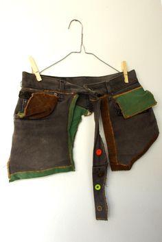 riñonera verdigris / resastre - Artesanio  riñonera hecha con un vaquero Pants, Ideas, Fashion, Saddle Bags, Upcycled Clothing, Upcycle, Sew, Recycling, Totes