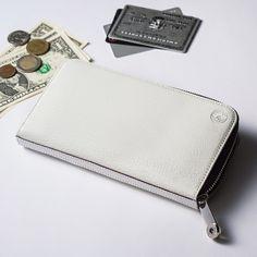 【CREEZAN】JETTER ZIPPER LONG WALLETの商品詳細ページです。鞄の聖地・豊岡から世界へ、最高の白を届けるブランドが作り上げた長財布。世界の名だたるブランドのOEMを長年手がけてきた類まれな技術で魅了します。