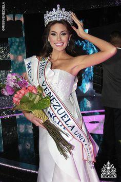 María Gabriela Isler. Miss Guárico 2012. Miss Venezuela 2012 La noche del 30 de agosto de 2012 también obtuvo la banda de Miss Elegancia con un vestido de Gionni Straccia