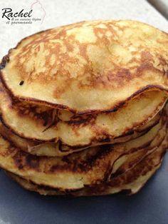 Pancakes légers pommes fromage blanc. Nous aimons beaucoup les crêpes et les pancakes à la maison, donc voici une version aux pommes et fromage blanc !