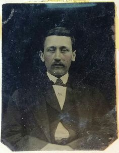 James Cooksey Earp (June 1841 – January was a lesser known older brother of Old West lawman Virgil Earp and lawman/gambler Wyatt Earp. Unlike his brothers, he was a saloon-keeper and was not present at the Gunfight at the O. Corral on October Weird Pictures, Vintage Pictures, European American, American History, James Earp, Wild West Outlaws, Famous Outlaws, Wyatt Earp, Into The West