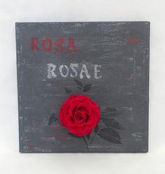 Toile peinte à la main dans notre atelier dans un esprit design industriel ultra tendance.   L'alliance d' une rose rouge naturelle sublimée à cette peinture urbaine confère à ce tableau un style contemporain et sobre qui apportera une ambiance élégante et raffinée à votre intérieur.  Dimensions : 30 cm x 30 cm