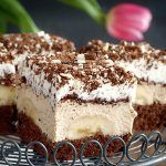 Tiramisu Bar from Greenwich Village Pizzeria in Los Angeles. Party Food And Drinks, Dessert Drinks, Dessert Recipes, Desserts, Cakes Plus, Ground Beef Recipes Easy, Best Food Ever, Brownie Bar, Mini Cakes