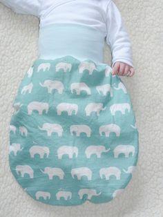 Strampelsack 0-4 Monate Schlafsack Bio Baumwolle Elefanten Birch hellblau. €24,00, via Etsy.