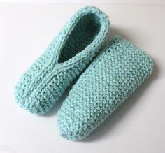 Pantoufles petite douceur Plus Crochet Sock Pattern Free, Crochet Pillow Patterns Free, Crochet Lace Edging, Granny Square Crochet Pattern, Knit Crochet, Knitting Patterns, Knitting Ideas, Free Pattern, Loom Knitting