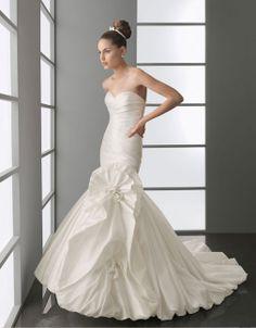 Sweetheart natural waist trumpet / mermaid taffeta wedding dress