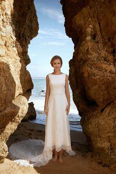 Trouwen bij Bruidsboutique La Romance « Huwelijk Romance, Compliments, Wedding Gowns, White Dress, Bridal, Elegant, Chic, How To Wear, Collection