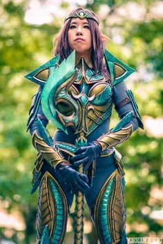 Nefeni Cosplay in her Glass Skyrim Armor- this is absolutely stunning! I would pay to have this cosplay set!