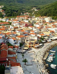 Coastal town in. Great Places, Places To See, Places Ive Been, Beautiful Places, Paradise On Earth, Go Camping, Paris Skyline, Travelling, Greece