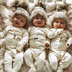 Cute Baby Twins, Twin Baby Girls, Cute Baby Pictures, Newborn Pictures, Twin Baby Photos, Newborn Triplets, Triplet Babies, Newborn Essentials, Asian Babies