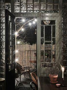 Fyra meters takhöjd, magiskt vackra franska glasdörrar och en helt unik och personlig inredningsstil. Här är hemmet som garanterat kommer bli veckans mest ombloggade Hemnet-objekt.