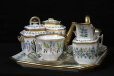 Ensemble porcelaine de Vieux Paris/ Porcelain Vieux Paris FOR SALE • EUR 632,40 • See Photos! Money Back Guarantee. Service en porcelaine de Vieux Paris Très joli décor de fleurs et or très subtile différence de décor du pot à sucrePlateau: 28 cm Tasses : 7,5 cm (diamètre: 9,5 282349859318