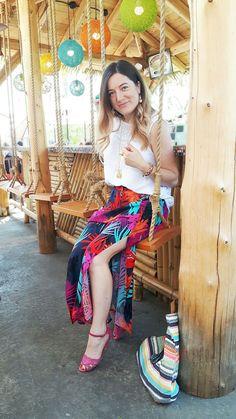 Palmier & bar tiki - Rafraîchir sa garde-robe aux couleurs de l'été - NaNa Toulouse Bars Tiki, Toulouse, Daily Look, Harem Pants, Skirts, Fashion, Colors, Moda, La Mode
