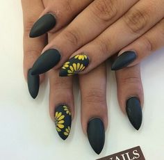 Semi-permanent varnish, false nails, patches: which manicure to choose? - My Nails Perfect Nails, Gorgeous Nails, Pretty Nails, Black Acrylic Nails, Matte Black Nails, Hair And Nails, My Nails, Punk Nails, Sunflower Nails
