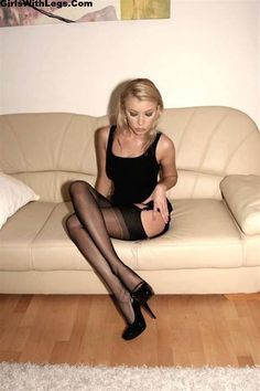 Amateur dating pics females in pantyhose and sneakers