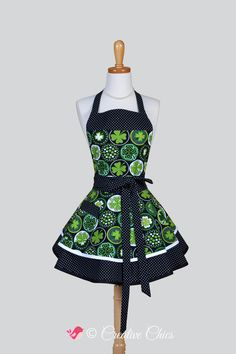 Ruffled Retro Apron , St Patricks Day 4 Leaf Clover Green Black White St Patricks Apron Full Kitchen Apron Personalize or Monogram #CreativeChics