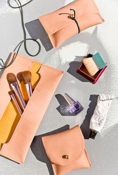 Pochettes de cuir cousues bricolage (trois façons).  Cliquez sur pour tous les trois tutoriels pour ces pochettes en cuir à portée de main.  Grande idée de cadeau et si facile!  #diygift #diy #sewing #sewingtutorial #leather