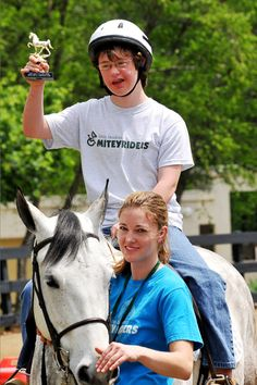 Equine Therapy. I CANNOT wait to be that volunteer in march! (: (: (: