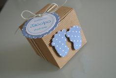 Kit Bomboniera battesimo scatola con piedini Cloud Baby Shower Theme, Baby Shower Games, Love Gifts, Diy Gifts, Baptism Favors, Baby Box, Quilling Designs, Cricut Tutorials, Baby Wraps