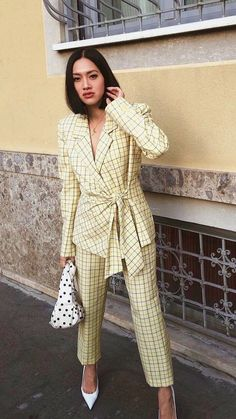 New preppy spring outfits . Women's Dresses, Girl Fashion, Fashion Outfits, Womens Fashion, Daily Fashion, Runway Fashion, Wedding Guest Suits, Business Outfits, Look Chic
