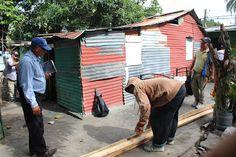 Armario de Noticias: Reparan viviendas en barrio Las Arepas