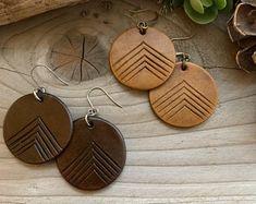 Northwest Inspired Jewelry by GetOutsideDesign on Etsy Diy Leather Earrings, Wood Earrings, Diy Earrings, Leather Jewelry, Leather Craft, Diy Jewelry Rings, Diy Jewelry Projects, Jewelry Crafts, Jewelry Making