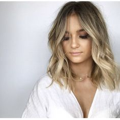 Honey balayage is a golden mean between highlights in blonde and brown. That's why it looks great on almost any base hair color. Hair Color And Cut, Ombre Hair Color, Ombré Hair, Her Hair, Balayage Lob, Balayage Long Bob, Bronde Bob, Medium Balayage Hair, Dark Roots Blonde Hair Balayage