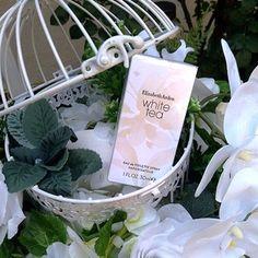 Elizabeth Arden si-a largit portofoliul cu o noua aroma,White Tea, perfecta pentru perioadade vara, la fel ca si gama Green Tea, darmai rafinata, extrem defeminina, foarte proaspata sicu usoare accente lemnoase,o combinatie care te cucereste si te racoreste deopotriva. Evenimentul de lansarea avut loccurtea ceainariei Green Tea, intr-un decor de poveste potrivit cu puritatea parfumului,care …
