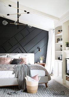 A gorgeous mid-century modern bedroom makeover with a painted moody wall design. Mid Century Modern Master Bedroom, Small Master Bedroom, Farmhouse Master Bedroom, Master Bedroom Makeover, Master Bedroom Design, Wall Decor Master Bedroom, White Bedroom Walls, Master Bedroom Decorating Ideas, Luxury Master Bedroom