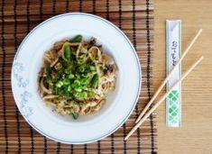 YAKI UDON – japonské smažené udon nudle Yaki Udon, Tempura, Sashimi, Tofu, Tacos, Mexican, Tableware, Ethnic Recipes, Kitchen