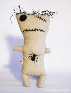 Halloween Frankenstein skull farrapo calavera rayas muñeco tela miedo terror gris marrón ragno
