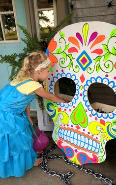 Make this Halloween Sugar Skull (that glows in the dark!) for the trick-or-treaters to have to reach their hands into the eye holes! #trickortreat {Reality Daydream} #Sponsored #DIHWorkshop