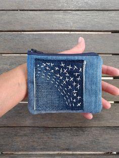 Jean Crafts, Denim Crafts, Boro Stitching, Hand Stitching, Stitch Patch, Recycle Jeans, Bag Patterns To Sew, Denim Bag, Fabric Jewelry