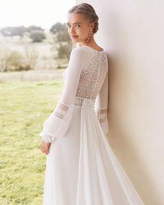 Rosa Clara Wedding Dresses, Bridal Dresses, Wedding Gowns, Boho Chic Wedding Dress, Perfect Wedding Dress, Wedding Dress Pictures, Gown Photos, The Dress, Bridesmaid Dresses