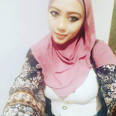 Girl Hijab, Blonde Beauty, Muslim Women, Hijab Fashion, Boobs, Hot, Style, Swag, Torrid